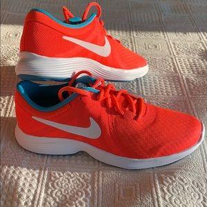 Nike Revolution 4 (GS) Running Shoe